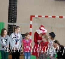 Przyjaciółka Poziomka i Borsuk Grzegorz przypomnieli zasady segragacji odpadów uczniom Szkoły Podstawowej