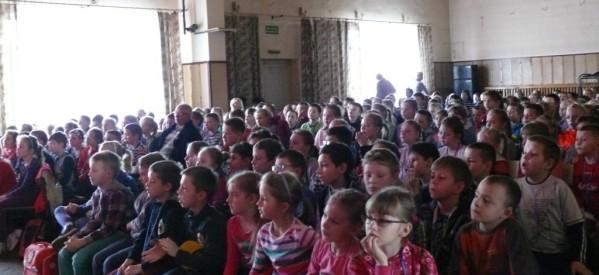 Lekcja muzyki filmowej dla uczniów Szkoły Podstawowej