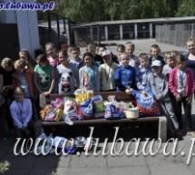 Uczniowie ze Szkoły Podstawowej w odwiedzinach w schronisku dla zwierząt
