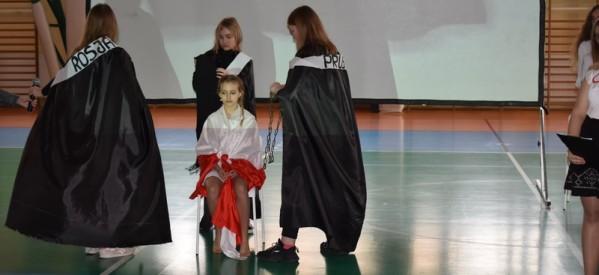 Akademia z okazji 11 Listopada w Szkole Podstawowej