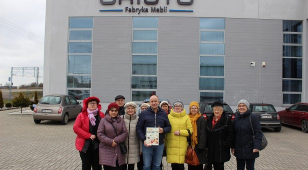 Seniorzy zwiedzili firmę ORiSTO
