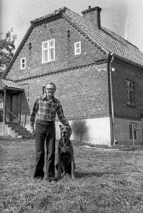 Lata 70. Zbigniew Nienacki, pisarz - portret. Fot. Marek Szymanski / FORUM UWAGA!!! Cena minimalna dla publikacji w prasie i ksiazkach - 200 PLN xxxx